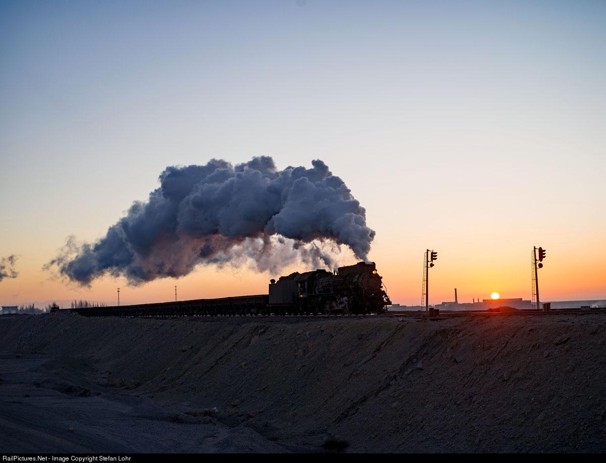 冒大烟的中国机车