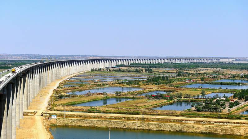 一座十公里长的高速raybet雷竞技客户端桥梁