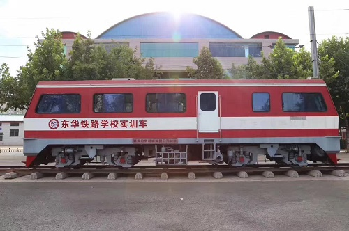 往届生能报石家庄东华铁路学校吗?