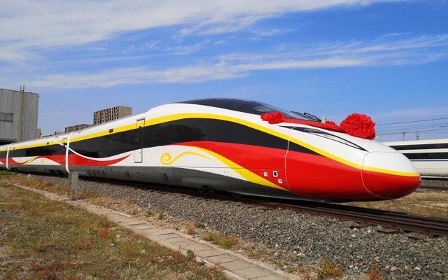 时速400公里跨国互联互通高速动车组在河北唐山下线